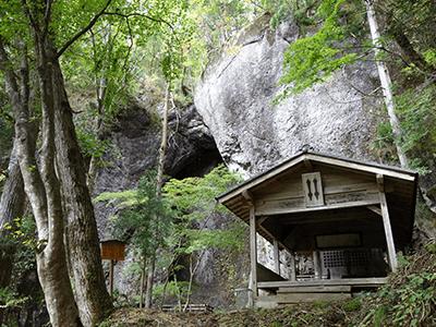 岩舟の滝の景色