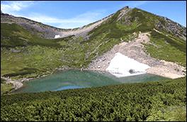 摩利支天岳と不消ヶ池の風景画像