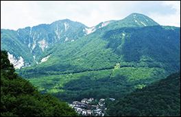 アカンダナ山風景画像